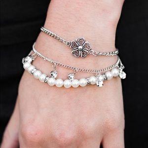 🌻Tiered Flower Charm, Rhinestone & Pearl Bracelet